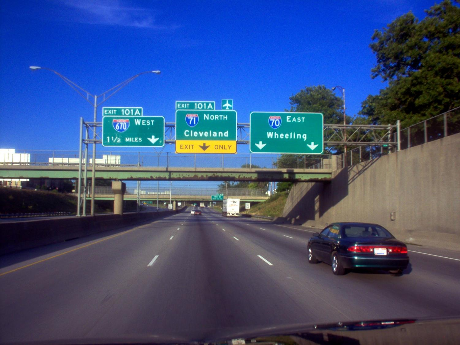 Central Ohio freeway signs. New smartlane technology is being utilized on 670.